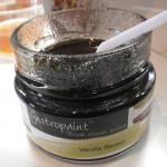 """De la """"peinture"""" à la vanille, avec plein de petits grains noirs de vanille donc... Irrésistible."""