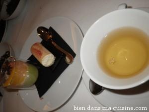 Accord thé Jade Wulong + verrine salée (panna cotta avocat, crabe et agrumes) et cigaroe à la noix de coco.