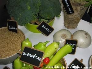 """Le quinoa fait partie des aliments dits """"anticancer"""", comme les autres présents sur cette table."""