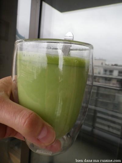 Etape 4 ( Mettre moins d'eau que moi si vous voulez une boisson plus épaisse. Notez la mousse subtile en surface.