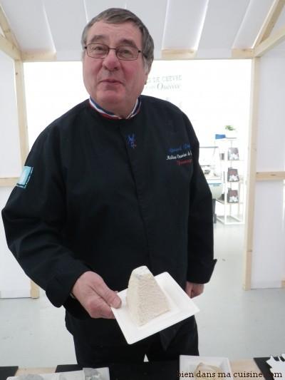 Gérard Petit aime les crottins, les bûches, les pyramides... du moment que c'est du chèvre (et plus largement, du fromage), il adore !