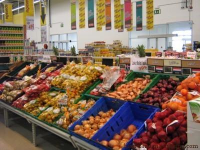 Toujours dans ce supermarché islandais. Pas de secret : aucune alimentation santé ne peut s'imaginer sans une belle quantité de fruits et légumes.