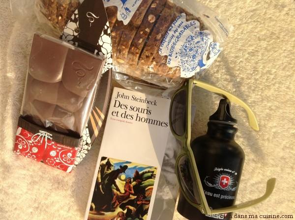 Un bon classique, de l'eau fraîche, des lunettes de soleil, du bon pain et du bon chocolat Sève (qui donne presque l'illusion de faire du sport !), ne changez rien pour moi !