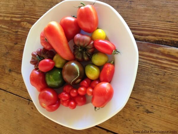Petites tomates anciennes au marché de Monpazier en Dordogne (Photo de Sophie Pensa, du blog Homéo Malin - Merci !)