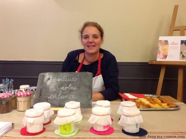 """Brigit Dahl, de cookweb.com et du blog Un an pour faire son cooking out, s'occupe plus des """"grands"""". Au programme, un atelier mystère où il s'agit de nommer précisément les odeurs de chacun des pots de la photo. Bon courage - Certains sont faciles, d'autres franchement pas !"""