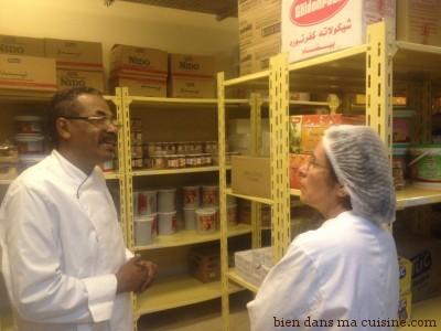 Ahmed Yassin estime qu'il ne faut plus penser comme avant, en terme de quantité sans se préoccuper du gaspillage, mais en terme de qualité et de choix de bon produit, que l'on recycle en fin de service lorsque tout n'a pas été consommé. De fait, dans ce village, on trouve des produits bio et locaux.