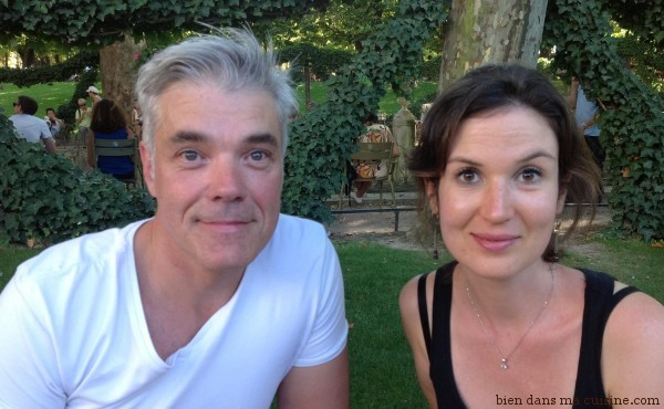 """Jean-Luc Charles, chef cuisinier de haut niveau et """"prof"""" de cuisine/de pâtisserie, avec Carole Garnier, auteur du livre Pâtisseries inratables."""