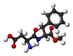 L'aspartame est un édulcorant entièrement chimique.