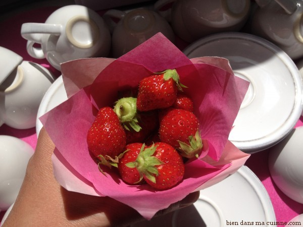 cornet fraises café tasses