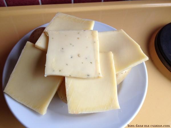 3) Répartissez votre fromage sur les pommes de terre.