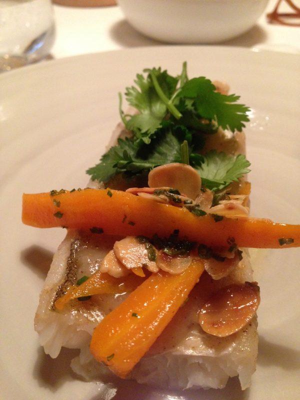 Merlan Brillant, sauce Eriang, coriandre fraîche et carottes fanes.