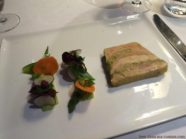 Terrine de foie gras à la truite fumée.