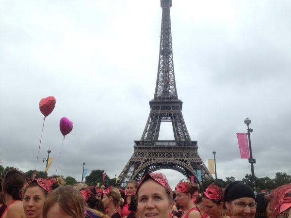 10 - Parce que la Tour Eiffel veille sur nous, qu'elle nous regarde partir, et que ça, ça n'a pas de prix.