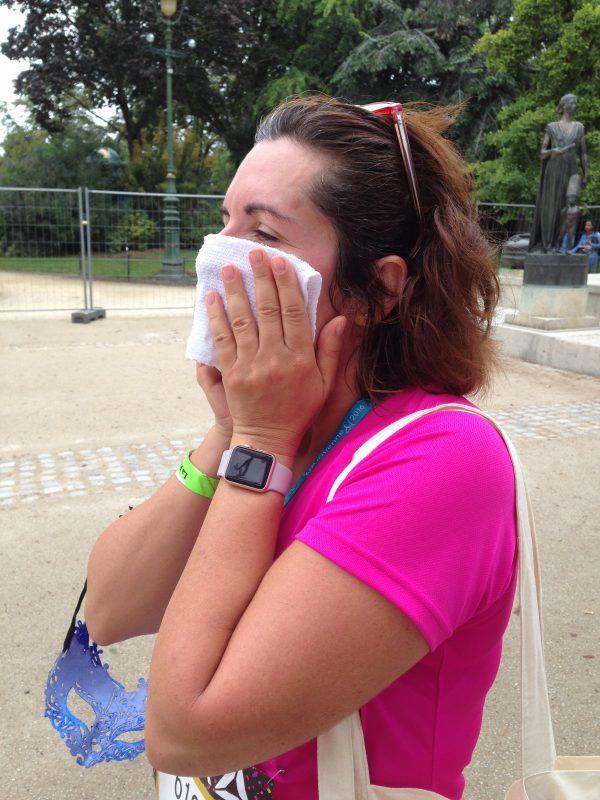 15 - Parce que dans nos sacs d'arrivée, on avait une petite lignette rafraîchissante drôlement bienvenue, et que cette coureuse sur la photo, elle m'a dit que c'était le meilleure moment de sa course !